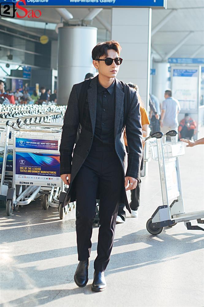 Isaac vẫn chuẩn men khi kéo vali màu hồng đi LHP Busan-1