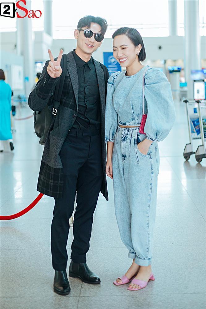 Isaac vẫn chuẩn men khi kéo vali màu hồng đi LHP Busan-5