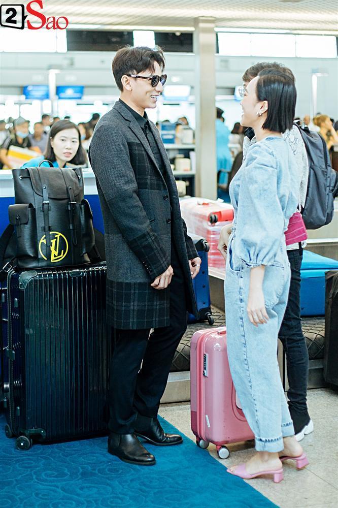 Isaac vẫn chuẩn men khi kéo vali màu hồng đi LHP Busan-3