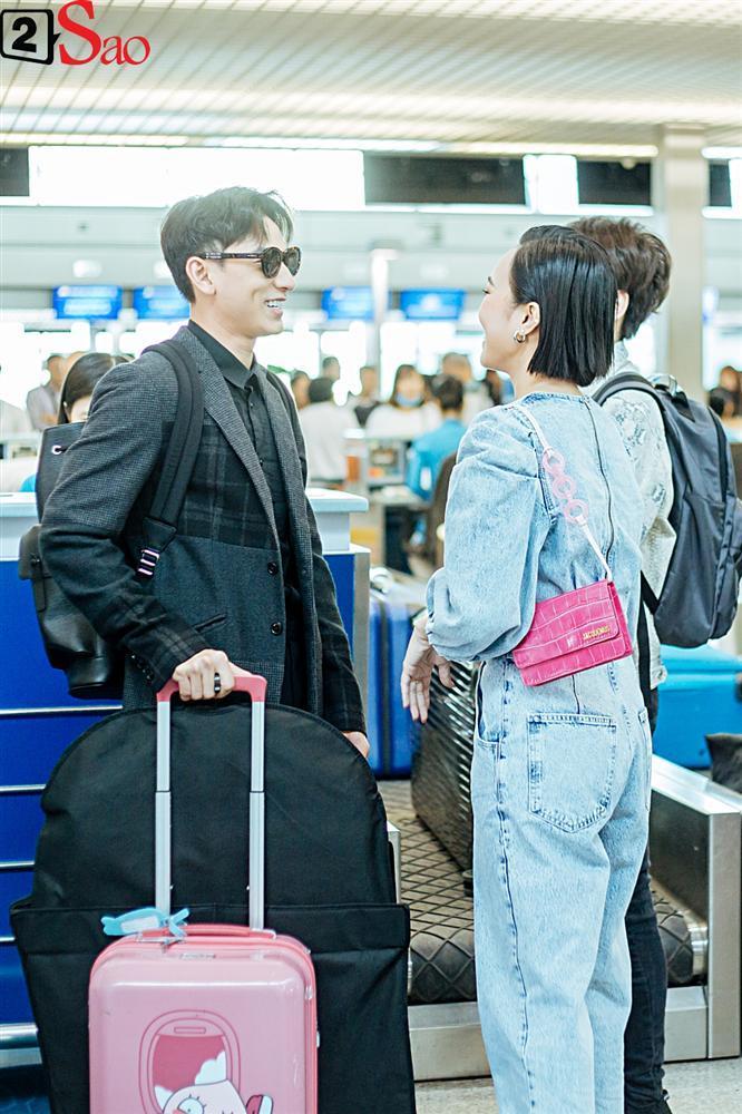 Isaac vẫn chuẩn men khi kéo vali màu hồng đi LHP Busan-4