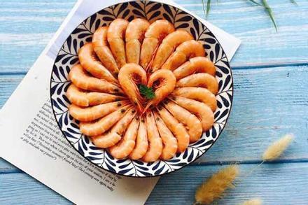 Hấp tôm thêm một thứ quen thuộc đảm bảo thơm ngon, thịt mềm, ăn không sót con nào