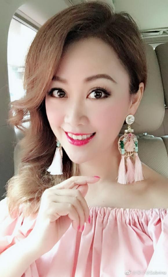 Chúc Anh Đài Lương Tiểu Băng: Hôn nhân viên mãn bên chồng bất tài, không tránh khỏi xuống sắc ở tuổi 50 vì lý do xót xa-13