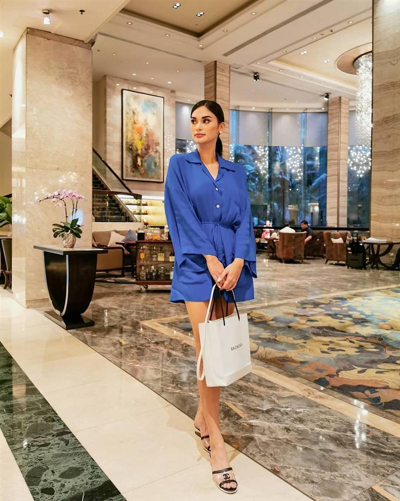 Bản tin Hoa hậu Hoàn vũ 3/10: Áo dài phá cách của HHen Niê nhường sóng cho áo phông đậm tình mẫu tử-9