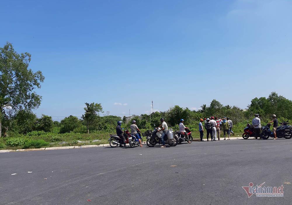 Thêm nhiều tình tiết vụ Mercedes dưới kênh 3 người chết ở Tiền Giang-1