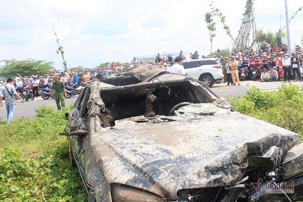 Thêm nhiều tình tiết vụ Mercedes dưới kênh 3 người chết ở Tiền Giang-3