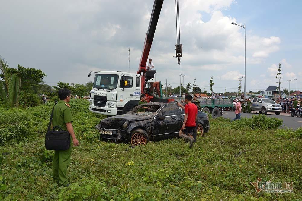 Thêm nhiều tình tiết vụ Mercedes dưới kênh 3 người chết ở Tiền Giang-4