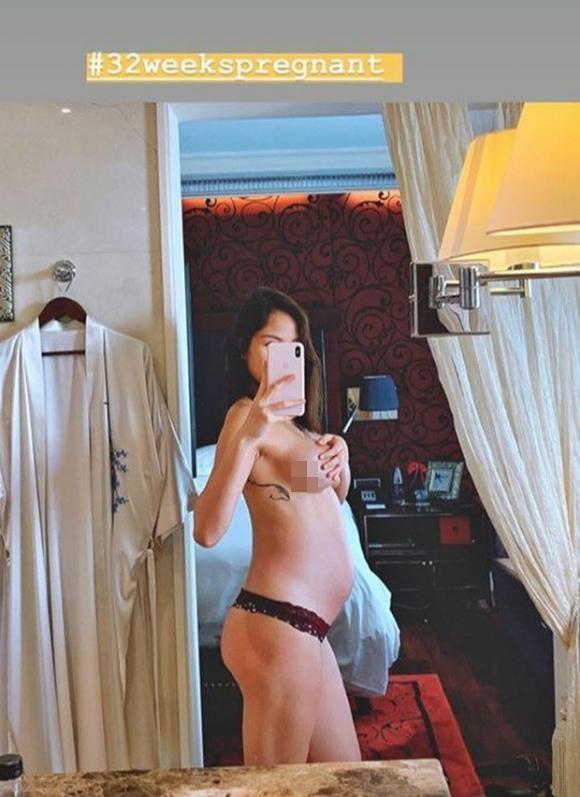Ai hot hơn mẹ bầu Phương Mai khi ở những tháng cuối thai kỳ vẫn bán nude, dùng tay che ngực trần hờ hững-1