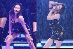 Bất chấp trời mưa như trút nước, Sunmi vẫn diễn sung như thế này đây