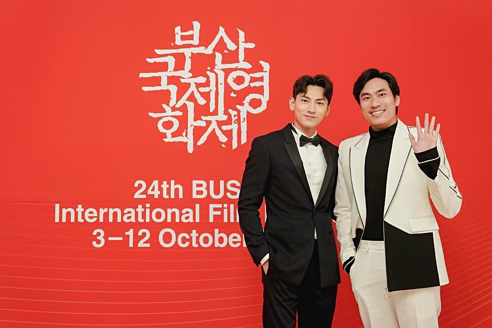 Isaac và Diệu Nhi thay đồ, makeup tại sân bay để kịp dự thảm đỏ LHP Busan-5