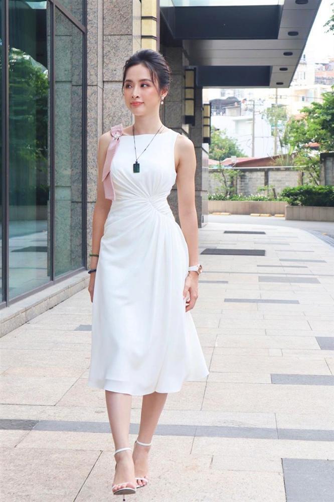 Hà Hồ phô diễn body không chút mỡ thừa - Hương Giang khoe street style đẳng cấp chẳng kém sao quốc tế-1