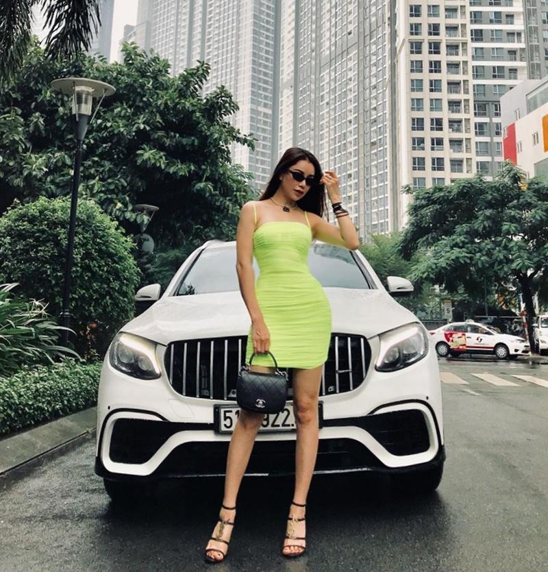 Hà Hồ phô diễn body không chút mỡ thừa - Hương Giang khoe street style đẳng cấp chẳng kém sao quốc tế-10