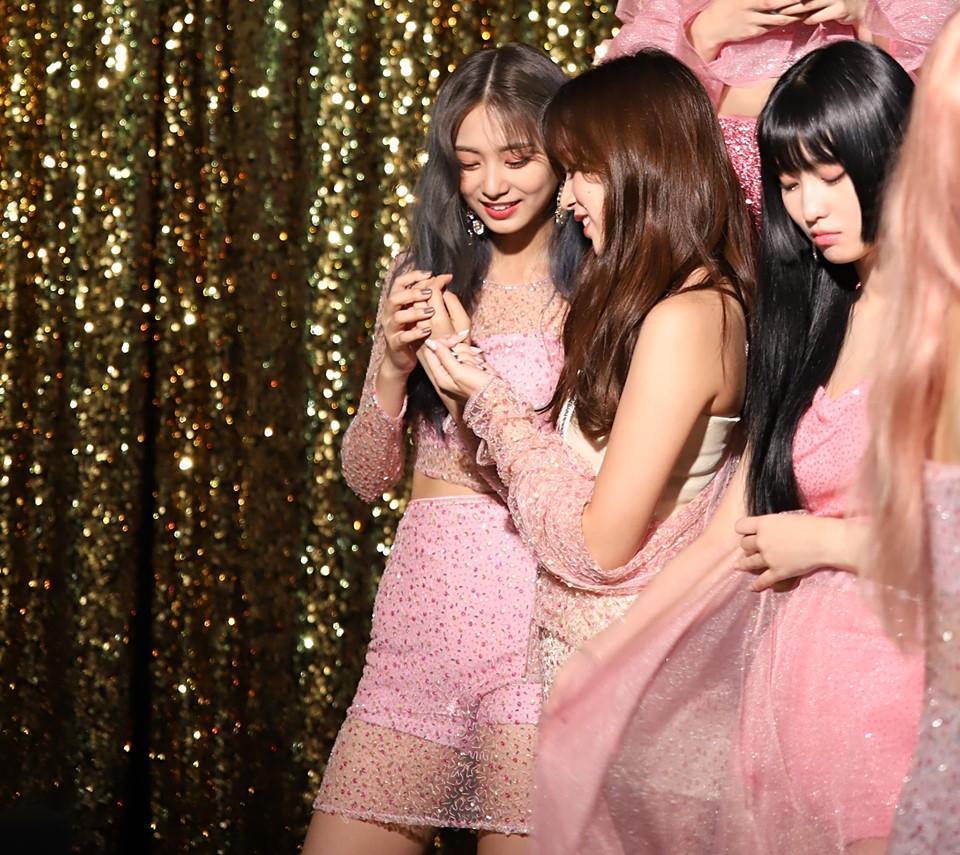 Clip hậu trường MV Feel Special lên sóng, fan đau lòng nhìn Mina bệnh nặng vẫn gắng gượng ghi hình cùng TWICE-4