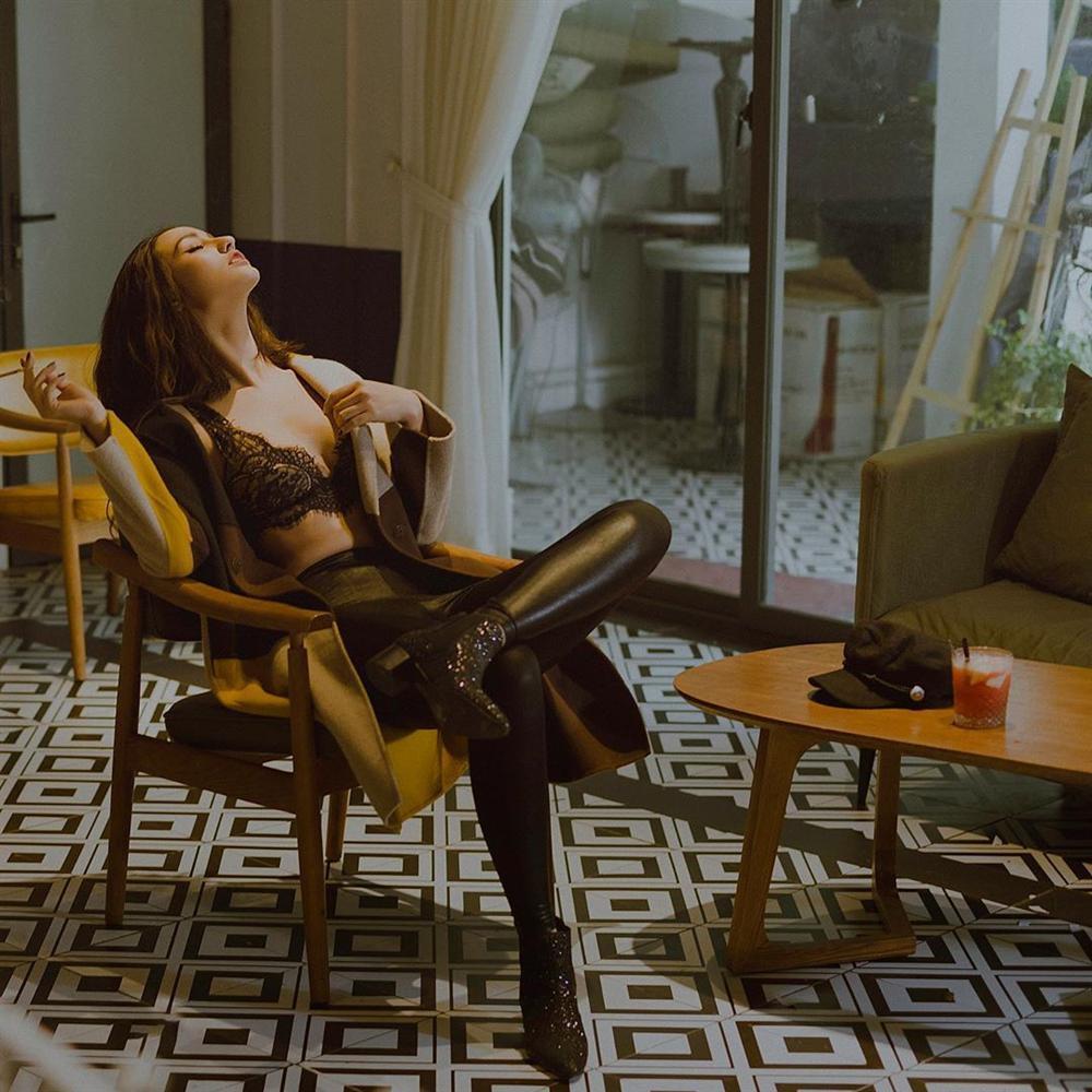Hồng Quế bị chê rẻ tiền vì khoe clip mặc đồ lót ren cho tình mới vừa sấy tóc vừa hôn-6