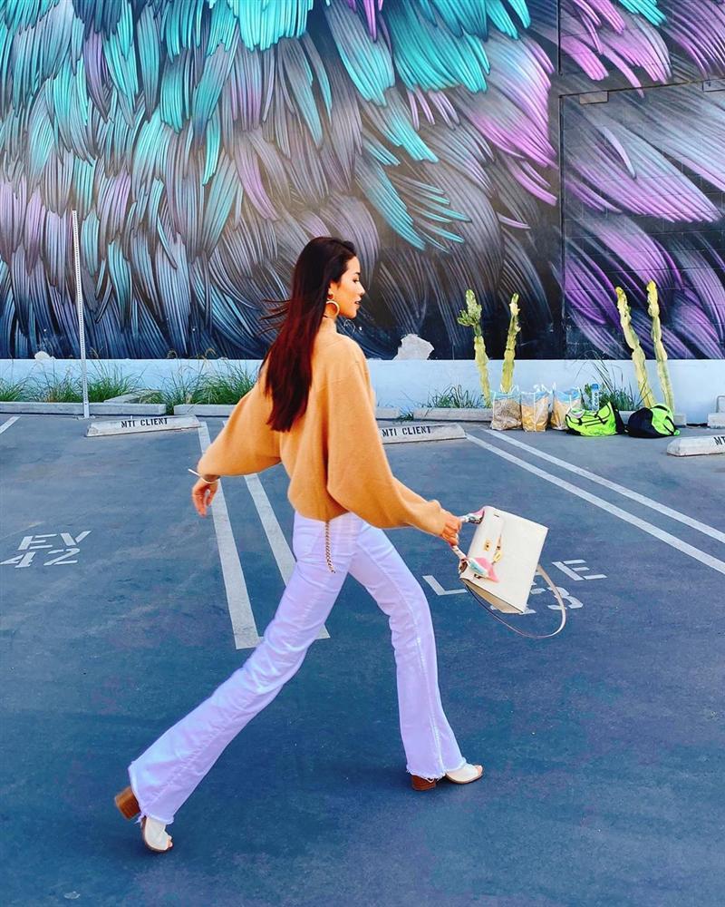 Bản tin Hoa hậu Hoàn vũ 4/10: Phạm Hương mix đồ đơn giản như đan rổ vẫn đứng nhất thời trang-1