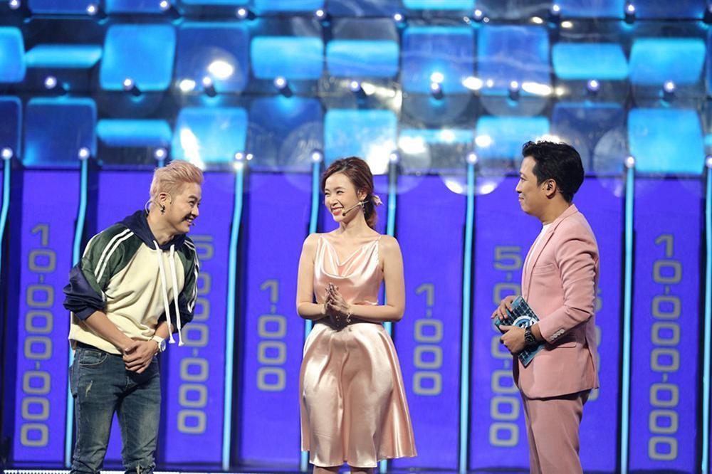 Đầm lụa tai hại khiến Midu gặp sự cố kém duyên y chang Park Min Young-4