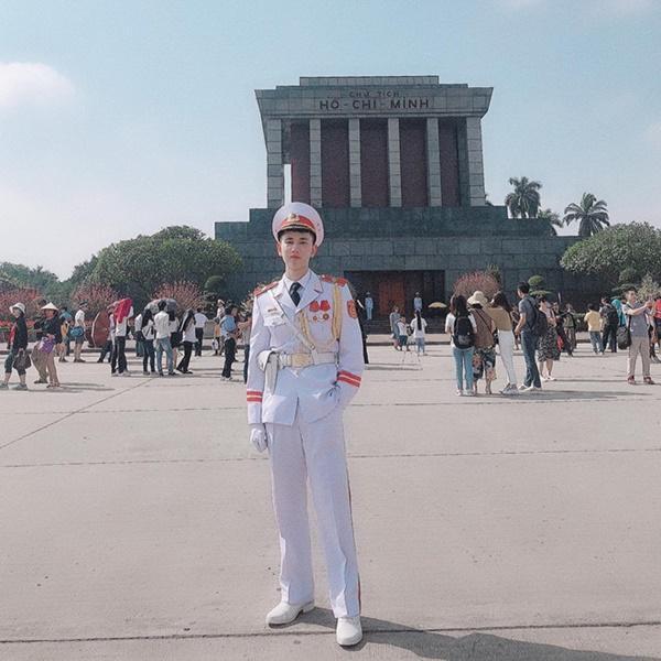 9X mặc đồ cảnh vệ bất ngờ được chú ý trên mạng-1