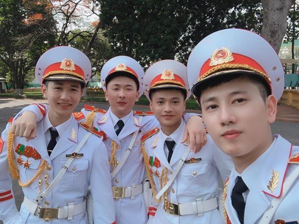 9X mặc đồ cảnh vệ bất ngờ được chú ý trên mạng-3