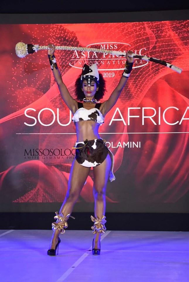 Quốc phục của Thu Hiền bị chê không liên quan, trắng tay tại Hoa hậu Châu Á Thái Bình Dương 2019-5
