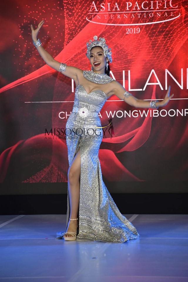 Quốc phục của Thu Hiền bị chê không liên quan, trắng tay tại Hoa hậu Châu Á Thái Bình Dương 2019-6
