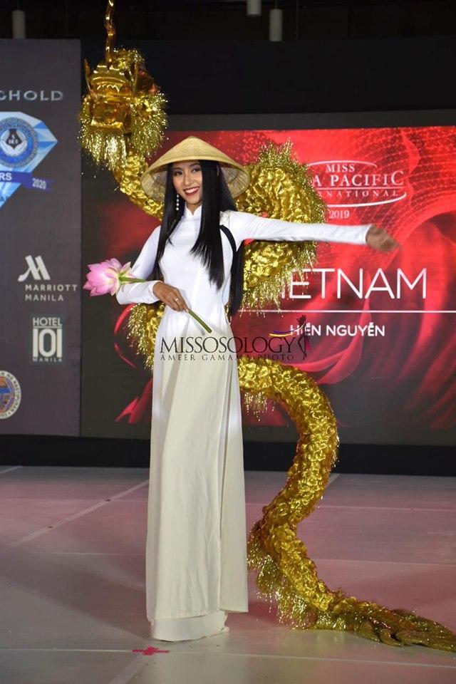 Quốc phục của Thu Hiền bị chê không liên quan, trắng tay tại Hoa hậu Châu Á Thái Bình Dương 2019-1