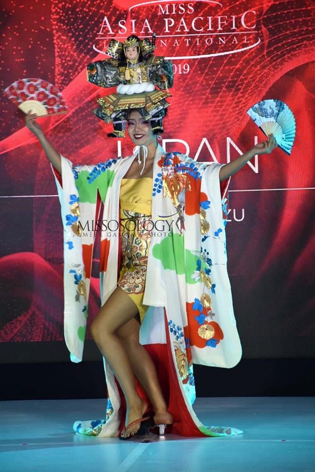 Quốc phục của Thu Hiền bị chê không liên quan, trắng tay tại Hoa hậu Châu Á Thái Bình Dương 2019-13