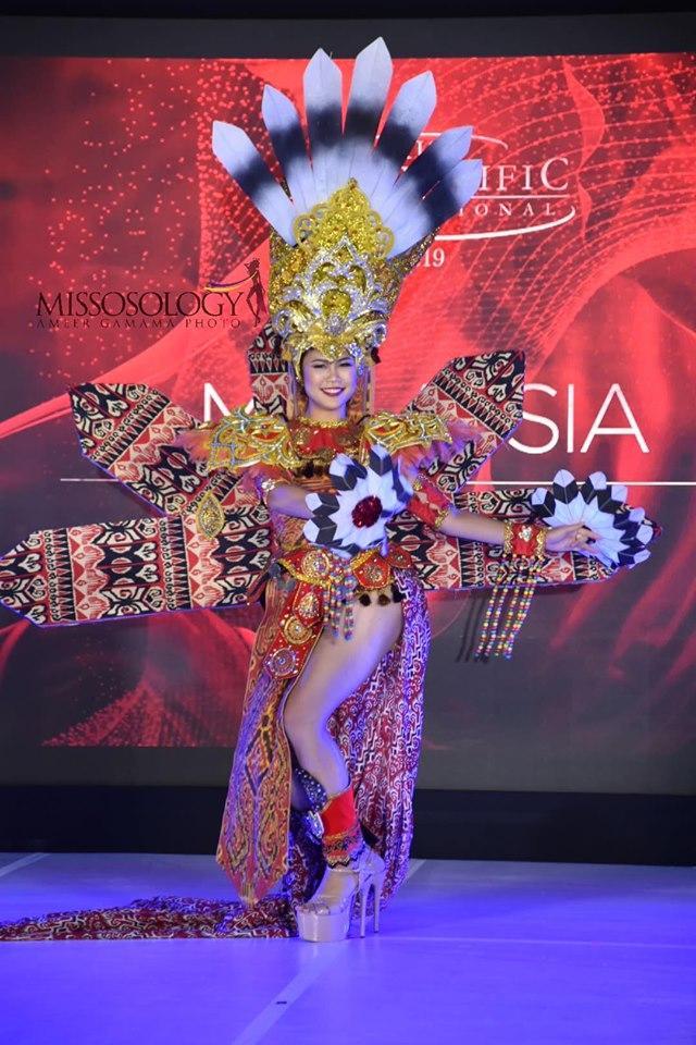 Quốc phục của Thu Hiền bị chê không liên quan, trắng tay tại Hoa hậu Châu Á Thái Bình Dương 2019-14