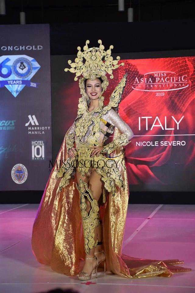 Quốc phục của Thu Hiền bị chê không liên quan, trắng tay tại Hoa hậu Châu Á Thái Bình Dương 2019-15