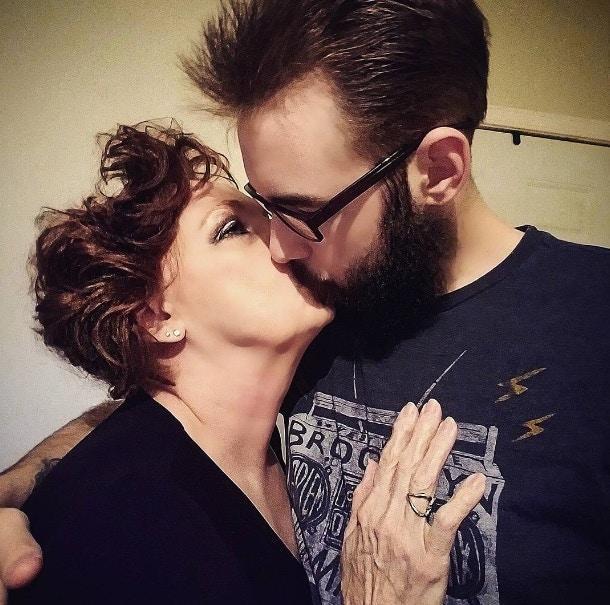 Cặp đôi vợ 72 chồng 19 tuổi khoe cuộc sống tình dục mặn nồng, đầy đam mê-4