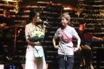 Lần đầu tiên Bảo Hân Về nhà đi con khoe giọng hát ngọt ngào trên sân khấu lớn-7