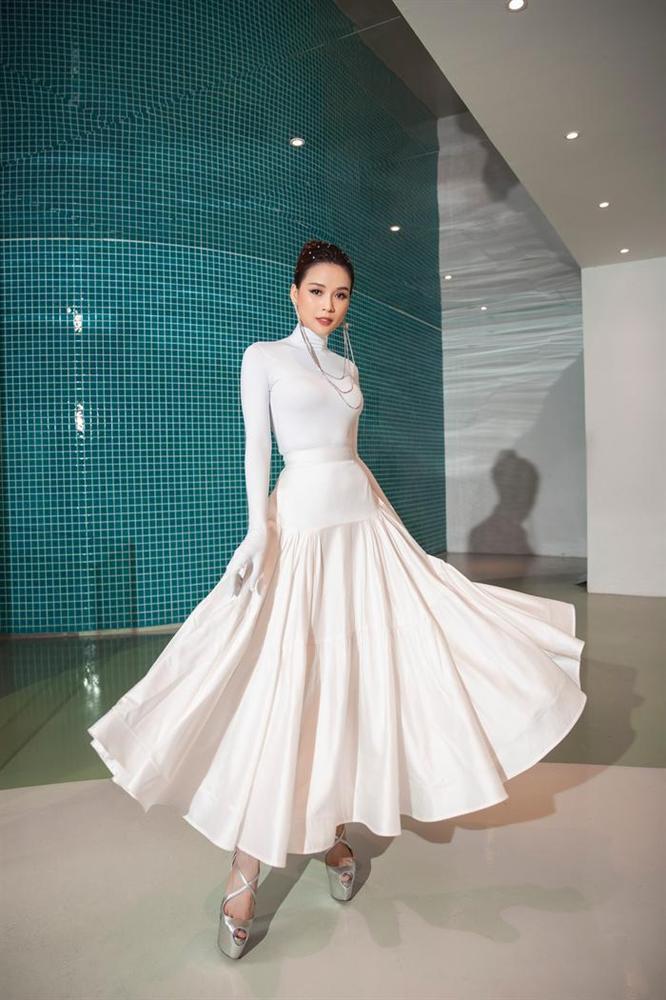 THỜI TRANG THẢM ĐỎ: Diện set đồ basic nhưng Sam vẫn tạo nét lấn át dàn Hoa hậu nhờ món phụ kiện siêu độc-3