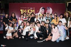 Đám đông khán giả xếp hàng dài chờ gặp Jack, K-ICM