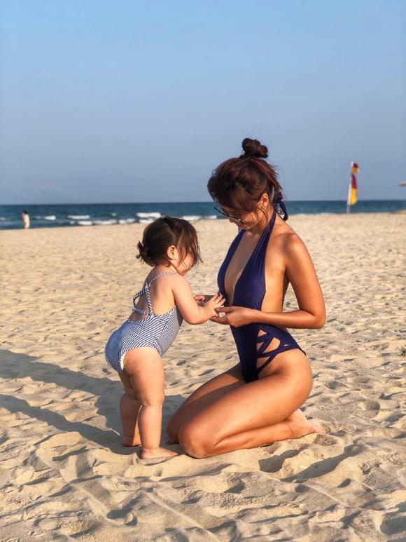 Siêu mẫu Hà Anh nóng bỏng khi diện bikini ở Đà Nẵng-1
