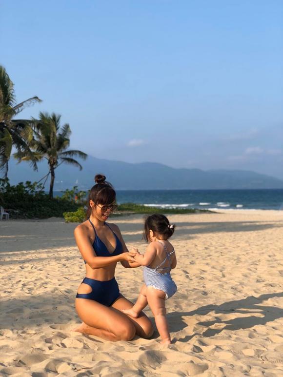 Siêu mẫu Hà Anh nóng bỏng khi diện bikini ở Đà Nẵng-4