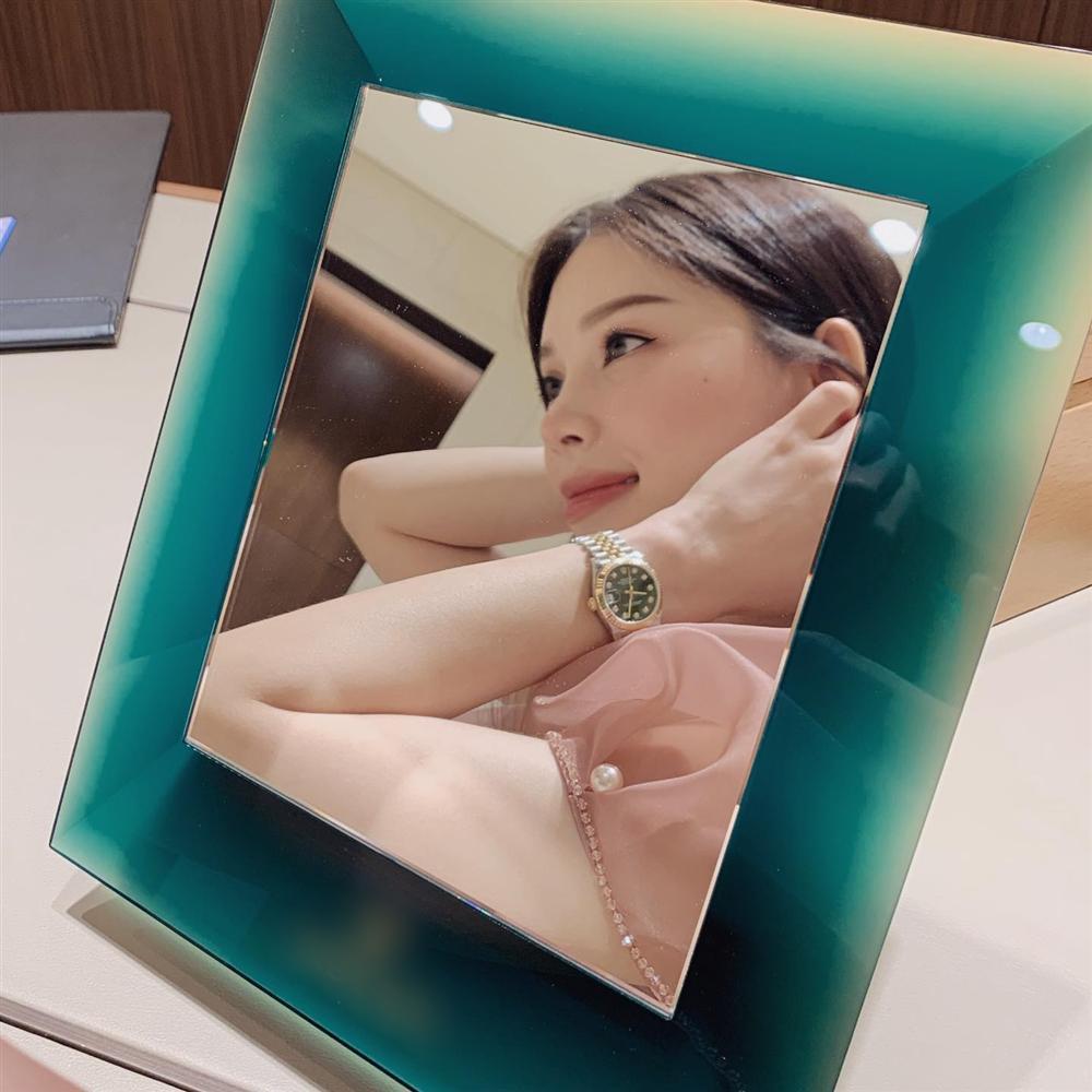 Em chồng Tăng Thanh Hà dắt Linh Rin đi 10 cửa hàng, mua tặng quà hàng trăm triệu sau khi công khai hẹn hò-3