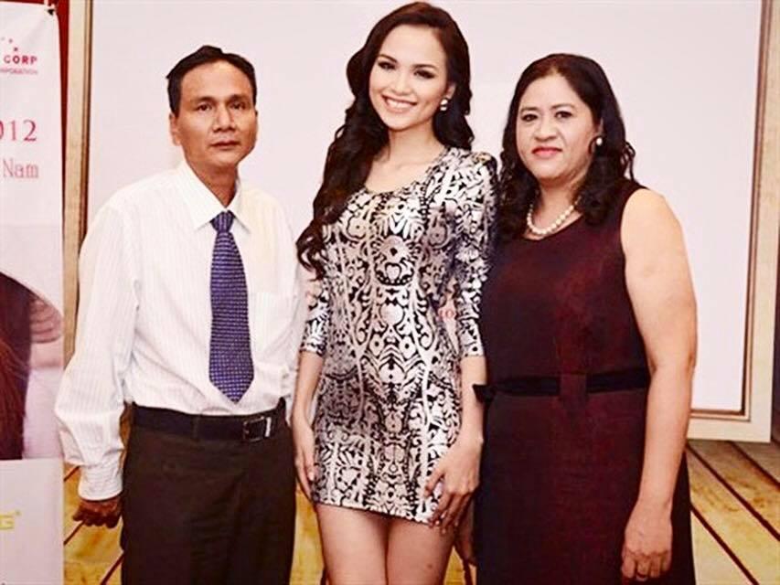 Hoa hậu Diễm Hương tự hào đăng ảnh bố mẹ sau thời gian bị từ mặt ngỡ không thể giải hòa-2