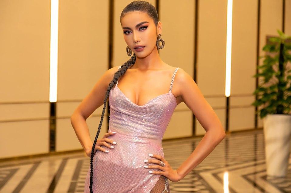 Minh Tú diện váy xẻ hông tít tắp thả nhẹ một đường catwalk nóng bỏng khiến fan thót tim sợ lộ hàng-4