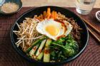 Tự làm cơm trộn bibimbap ngẫu hứng chuẩn vị Hàn Quốc