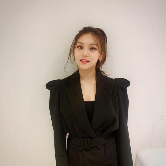 Nữ thần tượng xấu nhất Kpop xuất hiện xinh đẹp nhờ giảm cân, đổi kiểu make up-3