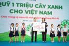 Học sinh Hà Nội nô nức mang vỏ sữa đổi cây xanh