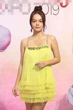 Nhã Phương tự dìm hàng với chiếc đầm 'lưng dài hơn chân' - Phạm Quỳnh Anh mặc váy ngủ đi sự kiện