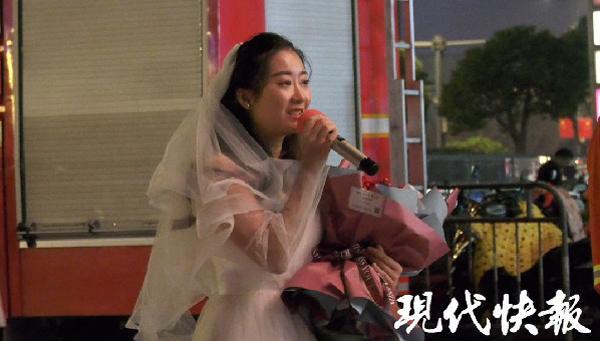 Nàng y tá lái xe hơn 400km đến cầu hôn chàng lính cứu hỏa lay động trái tim cộng đồng mạng-2