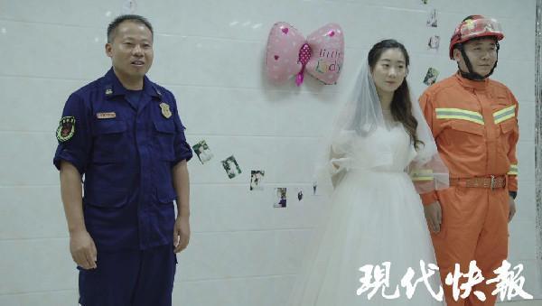 Nàng y tá lái xe hơn 400km đến cầu hôn chàng lính cứu hỏa lay động trái tim cộng đồng mạng-5