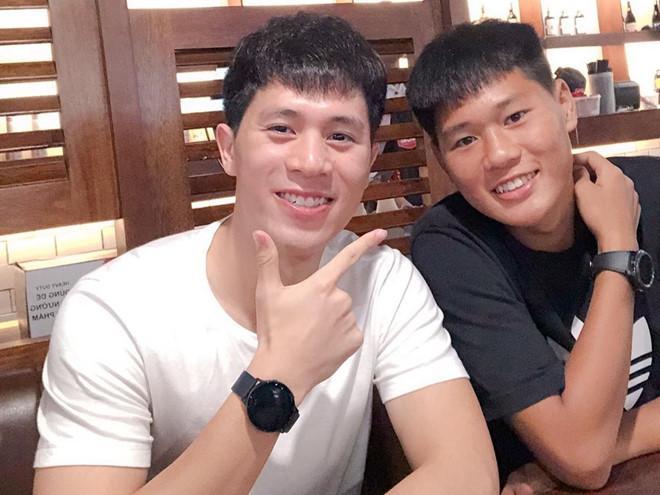 Anh trai Quang Hải làm thợ xăm, em Văn Lâm body 6 múi giống anh-1
