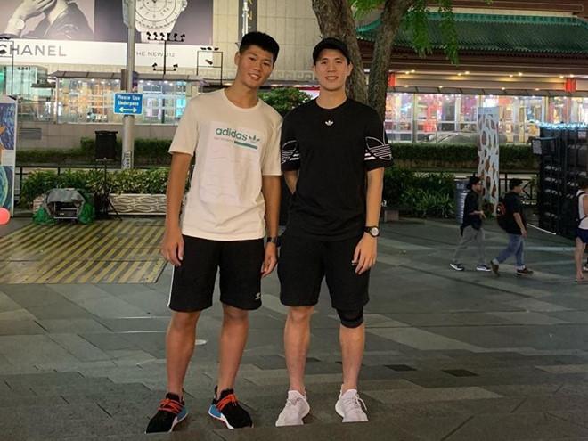Anh trai Quang Hải làm thợ xăm, em Văn Lâm body 6 múi giống anh-2