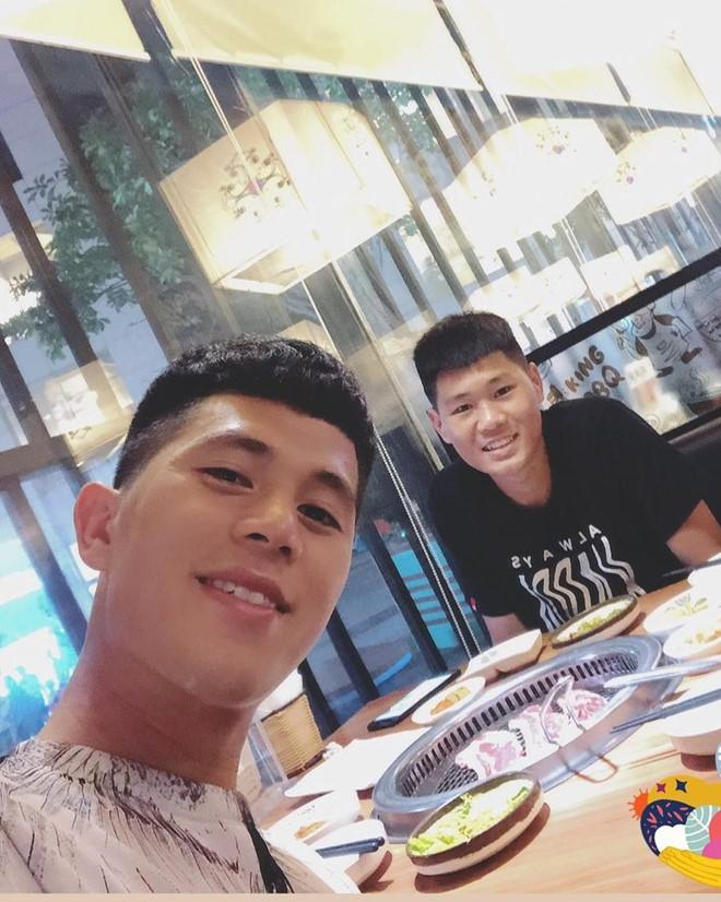 Anh trai Quang Hải làm thợ xăm, em Văn Lâm body 6 múi giống anh-3