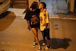 Hồng Quế biến đường phố thành 'thiên đường tình yêu' với màn khóa môi bạn trai