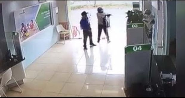 Lời khai bất ngờ của thượng úy nổ súng tại ngân hàng: Vào phòng giao dịch chỉ để... rút tiền mặt gửi về quê?-1
