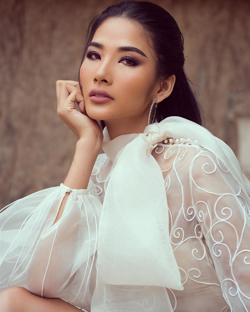 Bản tin Hoa hậu Hoàn vũ 7/10: Đối thủ đã gây sốt trang chủ Miss Universe mà Hoàng Thùy vẫn chưa lộ diện-4