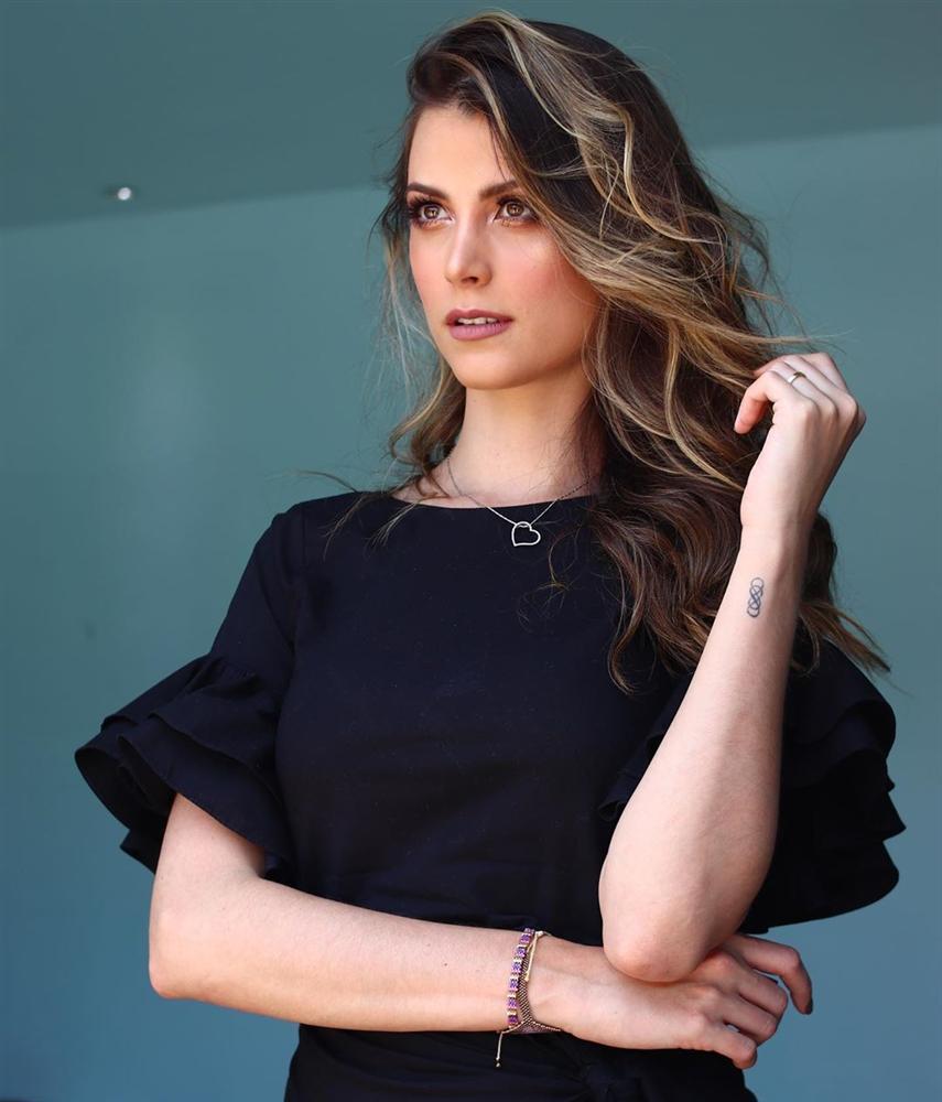 Bản tin Hoa hậu Hoàn vũ 7/10: Đối thủ đã gây sốt trang chủ Miss Universe mà Hoàng Thùy vẫn chưa lộ diện-8