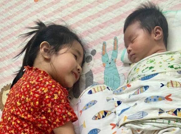Tổ chức tiệc đầy tháng cho con, nhan sắc bỉm sữa của vợ Tự Long gây chú ý-6